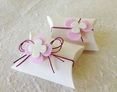 artare cerimonia: PORTACONFETTI FIORI ROSA... Wedding Gift Boxes, Diy Wedding Favors, Cardboard Crafts, Paper Crafts, Baby Shower Candy, Chocolate Favors, Gift Envelope, Baptism Favors, Diy Gift Box