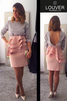 Hola Chic@s!! Hoy os proponemos una combinación de colores que nos encanta gris&rosa. Falda Margarita y nuestra blusa Beatriz!!   Disponible en nuestro showroom!