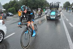 Tour de France 2014 Stage 5: After Chris Froome's first crash of the day, he was forced to chase by himself, until his teammates dropped back to help pace him. Photo: Tim De Waele | TDWsport.com