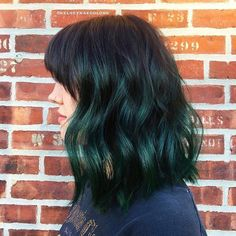 Outstanding Quick Hairstyles Ideas Volumized Curly Medium Layered Bob Hairstyle in Soft Green Bob Hairstyles 2018, Layered Bob Hairstyles, Cool Hairstyles, Ladies Hairstyles, Color Fantasia, Curly Hair Styles, Natural Hair Styles, Bob Haircut For Fine Hair, Hair 2018