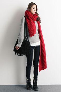 Japanese winter fashion, korean winter fashion outfits, korean fashion on. Japanese Winter Fashion, Winter Fashion Casual, Winter Outfits, Casual Winter, Fashion Fall, Street Fashion, Korean Fashion Online, Korean Fashion Trends, Asian Fashion