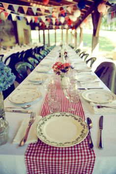 mixed vintage plates on gingham! ©Celine Zed - Mariage en rouge et bleu - La… Wedding Table, Rustic Wedding, Our Wedding, Wedding Dress, Scandinavian Style, Blue Table Settings, Celine, Wedding Types, Festa Party