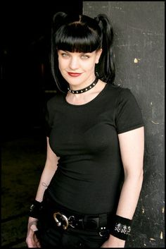 Abby Sciuto (Pauley Perrette) from the NCIS television series. Goth Beauty, Dark Beauty, Goth Women, Sexy Women, Looks Rockabilly, Ncis Abby, Abby Sciuto, Steam Punk, Pauley Perrette