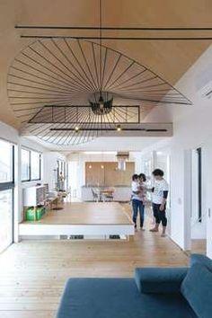 閉ざされているのに開放的! 二つの中庭のある家 | MABUCHIの新築施工例【イエタテ】 Decor, Home, Light, Outdoor Decor, Lighting, Ceiling, Ceiling Lights