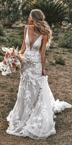 51 Best Beach Wedding Dresses For Seaside Ceremony ❤ beach wedding dresses sheath deep v neckline tali photography In general, the choice of beach wedding dresses is endless. Such a romantic type wedding is much deserving of a simple sexy wedding dress. Simple Sexy Wedding Dresses, Best Wedding Dresses, Bridal Dresses, Elegant Dresses, Modest Wedding, Floral Dresses, Detailed Back Wedding Dress, Wedding Dress Shapes, Romantic Bohemian Wedding Dresses