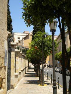 Tarragona Casc Antic- amb la meva escola al fons... Quantes vegades he fet aquest camí...