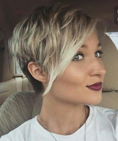 If you would like a hairdo that is definitely bold, then pixie may be the perfect pick. Pixie haircut is an excellent idea if you're young enough. A pixie haircut is a brief haircut with layers. Short Hairstyles 2015, Short Pixie Haircuts, Pixie Hairstyles, Ladies Hairstyles, Curly Haircuts, Medium Hairstyles, Trendy Short Haircuts 2017, Short Hairstyles With Highlights, Pixie Cut With Highlights