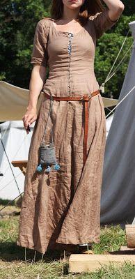 Simple cotehardie, by Kram Silviage. Nice belt & bag too.