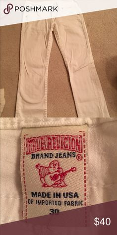 TRUE RELIGION WHITE JEANS Perfect for any spring occasion! Worn once and straight leg. Run more like a 29. True Religion Jeans