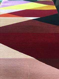 Specialdesignet tæppe i ren uld.  Vi kan designe i 99 forskellige farver