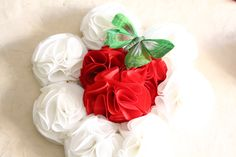 Bouquet ramo de flores de tela en blanco ,rojo y mariposa verde 606619349 algodondeluna@gmail