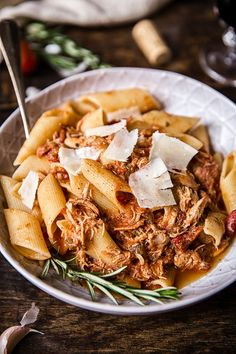 Slow Cooker Venetian Chicken Ragu Pasta Wouldn't you want to come home and to find that the house smells of this amazing Venetian Chicken Ragu? All you need is to load up your slow cooker and press ON! Slow Cooker Huhn, Crock Pot Slow Cooker, Slow Cooker Chicken, Slow Cooker Recipes, Beef Recipes, Chicken Recipes, Cooking Recipes, Healthy Recipes, Chicken Meals