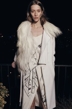 Glam akcenti - Krzno, kašmir i svila predstavljaju savršen spoj za glamurozan nastup.