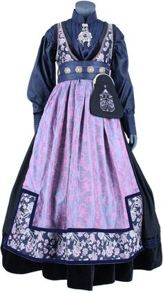 - Lilly is Love Viking Clothing, Historical Clothing, Dress Design Sketches, Hurley, Fantasy Gowns, Cute Wedding Dress, Period Outfit, How To Make Clothes, Character Outfits