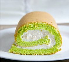 I will never turn down a swiss roll. They are HARD to make though.my attempts always crumble just as i'm trying to roll them up! this sounds fancy. A Pandan souffle swiss roll with toasted coconut whipped cream. Pandan Chiffon Cake, Pandan Cake, Coconut Whipped Cream, Toasted Coconut, Coconut Milk, Asian Desserts, Just Desserts, Filipino Desserts, Cupcakes