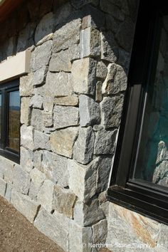Rocky Mountain Granite™ E-Z Set™ Mosaic Veneer