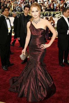 KEIRA KNIGHTLEY  Not only did this fishtail Vera Wang gown create an iconic fashion moment on the red carpet at the 2006 Oscars, but the kind-hearted Keira Knightley later donated the sensational dress to Oxfam and raised £4,301 for charity. (2006)