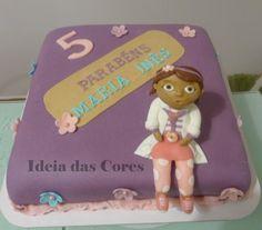 Bolo com tema Drª Remédios/ Cake doc mcstuffins