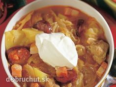 Sedliacka kapustnica My Favorite Food, Favorite Recipes, Thai Red Curry, Chili, Soup, Cooking, Ethnic Recipes, Foods, Kitchen