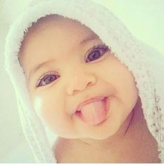 Every time I see this picture, the baby makes me laugh so much LOOL