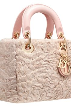 Date: 08/05/16 Note: light pink handbag made of fur with leather handles. Elegant and beautiful, can be used for any night occasion.