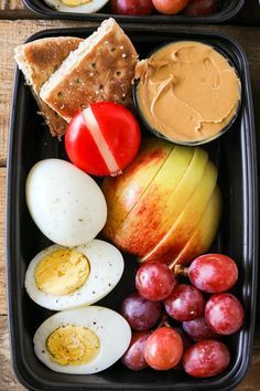 One of my favorite healthier on the go lunch or breakfast ideas is a Starbucks Protein Bistro Box. They recently updated it with even more protein by adding an extra hard boiled egg. My DIY version of Starbucks Protein Bistro Box is incredibly easy to mak Think Food, Lunch Snacks, Lunch Box Meals, Box Lunches, Prepped Lunches, Diet Snacks, 21 Day Fix, Healthy Drinks, Eating Healthy