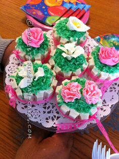 Coolest Flower Cupcakes ... This website is the Pinterest of birthday cakes