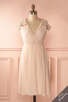 La fille des dieux de l'Olympe s'enfuit sur terre où une grande fête avait lieu.  The daughter of the Olympian Gods escaped on earth to join in the great celebrations. Baby pink pearled shoulders wrap dress www.1861.ca