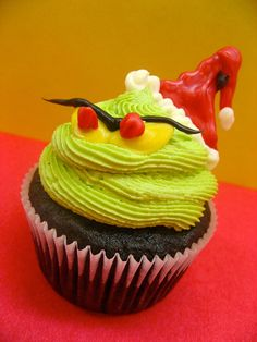 "grinch cupcakes. You could draw this same image onto clear cups for matching ""Grinch Punch"""