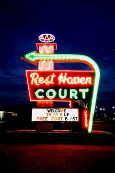 Rest Haven Court. [Shouldn't say it, but it sounds like a motel/cemetery combination. Who knows--perhaps that would be a good idea. Just a thought.] Route 66 Usa, Route 66 Road Trip, Travel Route, Road 66, Springfield Missouri, Historic Route 66, Roadside Attractions, Vintage Neon Signs, Old Signs