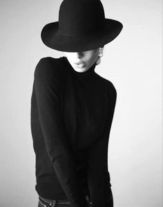 Black medium brimmed hat with long sleeved black sweater. Fashion as art. Style Planet | Irving Penn, photo (1917-2009, USA)