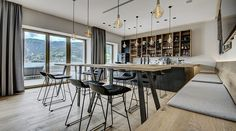 The Seehotel Bellevue offers luxurious relaxation right on the shores of Lake Zell in Traditionshaus. With wellness area and top restaurant Superior Hotel, Zell Am See, Top Restaurants, Hotel Offers, Austria, Relax, The Incredibles, Traditional, Luxury
