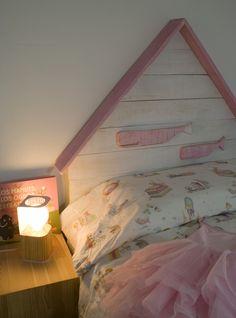 Cabecero de madera con ballenas para el dormitorio de nuestros pequeños grumetes - Cabeceros y madera