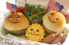hamburger family bento Kawaii Bento, Cute Food, Good Food, Bento Tutorial, Slider Sandwiches, Sushi Art, Bento Recipes, Food Decoration, Edible Art