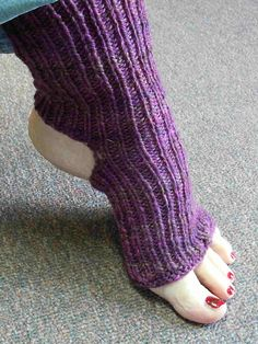 I wanted to make a pair of yoga socks that were a little like yoga themselves. Not too complex and fairly soothing. These are simple and the perfect project for peaceful knitting and quieting your thoughts. I used soft worsted weight for cozy socks and ea Knitting Patterns Free, Knit Patterns, Free Knitting, Free Pattern, Knitting Machine, Vintage Knitting, Stitch Patterns, Diana, Barre Socks