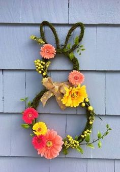 Welcome to a new DIY ideas collection which features 15 Whimsical Handmade Easter Wreath Designs You're Going To Adore. Spring Crafts, Holiday Crafts, Wreath Boxes, Diy Ostern, Vintage Easter, Easter Wreaths, Easter Crafts, Easter Decor, Easter Bunny