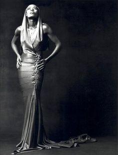 Grace Jones en Azzedine Alaïa par Greg Gorman, 1991  http://www.vogue.fr/thevoguelist/azzedine-alaia-1/537#