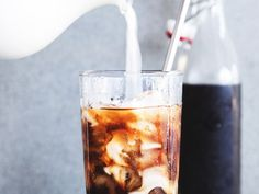 i am a big fan of cold brew coffee. Sadly, it's not exactly commonplace where I live in Berlin. Every now and then, I come across a cafe with iced coffee on the menu, but … Making Cold Brew Coffee, How To Make Coffee, Cold Brew At Home, Berlin, Coffee Store, Coffee Club, Coffee Maker, Coffee Roasting, Coffee Recipes