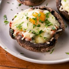 Breakfast Stuffed Portobellos - Move aside bagels! Portobello mushrooms are our newest breakfast fave. Get the full recipe at Delis - Vegetarian Recipes, Cooking Recipes, Healthy Recipes, Healthy Mushroom Recipes, Grilled Vegetable Recipes, Healthy Food Blogs, Cooking Tools, Healthy Breakfast Recipes, Health Dinner