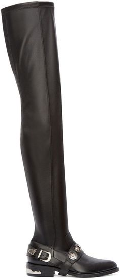 Pin for Later: Ein Paar dieser Schuhe bringt euch stylisch durch den ganzen Winter   Toga Pulla Over the Knee Stiefel aus schwarzem Leder mit Schnalle (581 €)