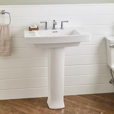 Townsend Pedestal Sink | American Standard