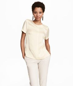 Natural white. PREMIUM QUALITY. Short-sleeved blouse in mulberry silk. Seam at front and back, concealed zip at back of neck, and slits at sides.