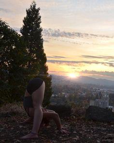Oh sweet sweet sun  Stretches like these under warn rays are what I call a perfect end to any day ✨  #yoga #yogi #yogababe #yogafodasoul #yogainnature #oregon #outdooryogi #nature #namaste #loveandalliscoming #eugeneyogi #igyogafamily #fitgirls #flexible #feeltheyogahigh #fortheloveofyoga #aries #asana #ashtanga #bendy #bodylove #vscocam