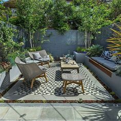 Stunning outdoor living space in South London by @gardenbuilders. __________ Photocred: @pro_colour __________ Landscapers listen up! Follow and tag @design.it.now for your chance to be featured! __________ #london #uk #usa #canada #rich #luxury #luxuryhomes #design #modern #outdoordesign #landscapedesign #landscape #architecture #gta #tuin #landscapearchitecture #architexture #buildings #archilovers #lines #instahome #instapic #interiordesign #realestate #garden #gardendesign #patio…