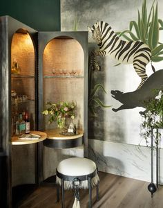 Bathroom Organization Hacks That Will Double Your Space It's all about using vertical storage solutions, people. Hand Painted Wallpaper, Painting Wallpaper, Upper East Side, Preston, Interior Exterior, Interior Design, Bar Interior, Dallas, Bar Design
