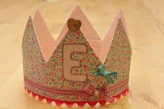 Crown with initial - Tela Marinera