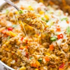 One Pot Spicy Taco Rice Skillet is a delicious dinner. Making this today! Beef Recipes, Mexican Food Recipes, Dinner Recipes, Cooking Recipes, Healthy Recipes, Dinner Ideas, Recipies, Rice Recipes, Casserole Recipes