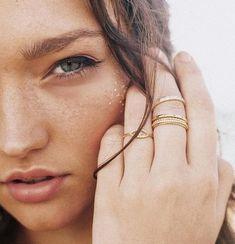 Χημικό peeling στο σπίτι: Τα «ναι» και τα «όχι» Beauty Magic, Evil Eye Ring, Pave Ring, 18k Gold, Fashion Jewelry, White Gold, Jewels, Sterling Silver, Crystals