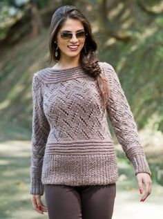 Пуловер фантазийным узором