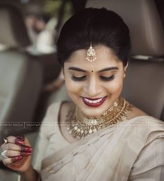 Christian Wedding Sarees, Saree Wedding, Wedding Gowns, Wedding Outfits, Bridal Sarees South Indian, South Indian Bride, New Gold Jewellery Designs, Golden Blouse, Saree Draping Styles